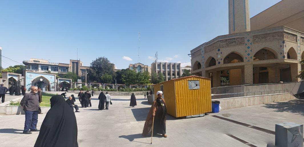 http://bmatzer.bplaced.net/photos/x1-taebris-imam-khomeini-mosalla.JPG